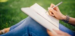 Conheça a profissão escritor e veja onde estudar