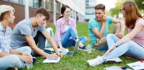 Descubra o valor da faculdade de Letras