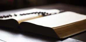 Conheça tudo sobre o bacharel em Teologia e veja onde fazer