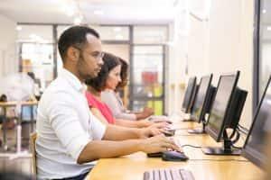 grupo de estudantes - enem digital - guia da carreira