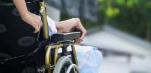 Conheça o curso de cuidador de idosos e veja como se tornar um
